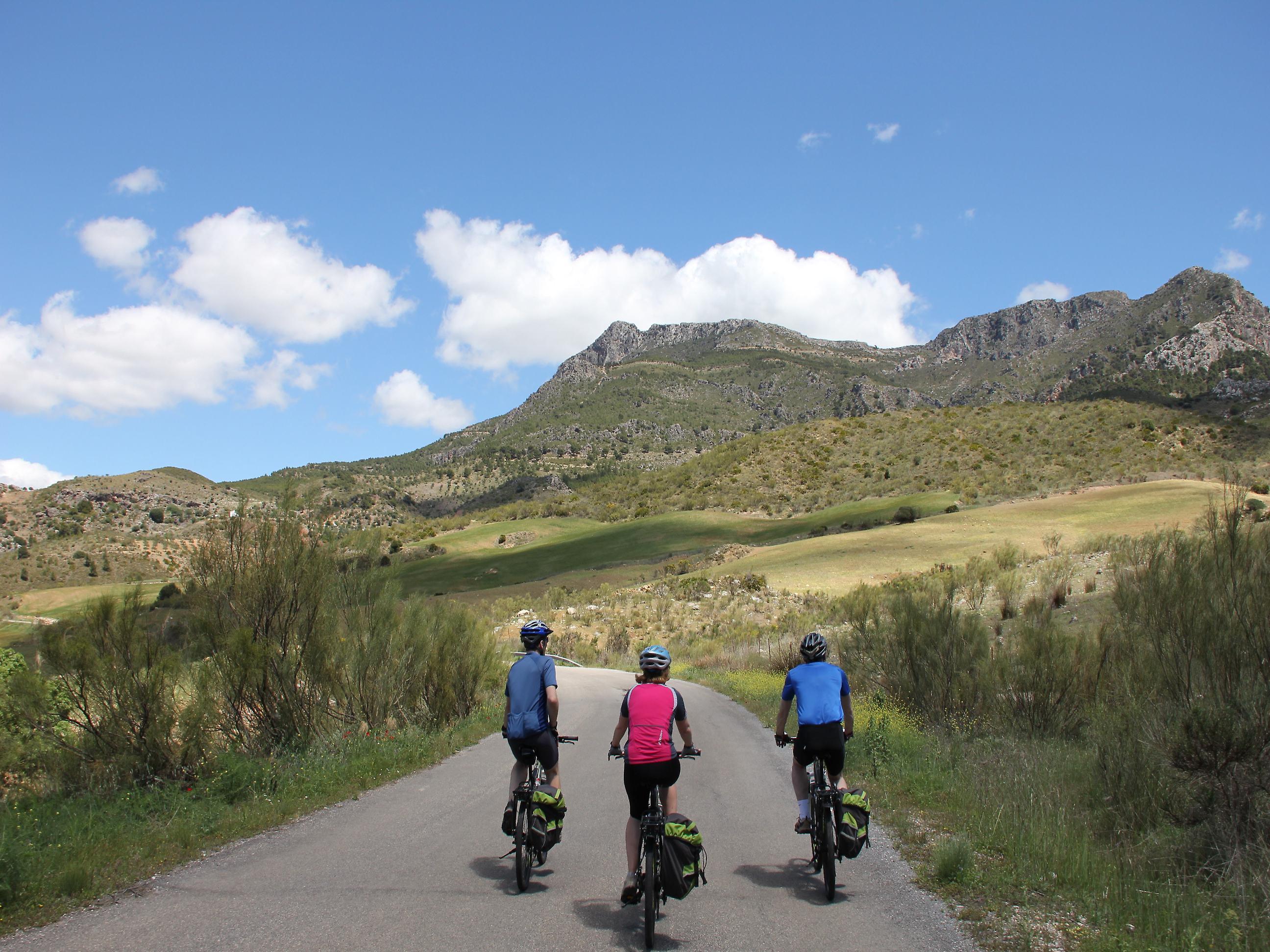 En bici por los campos de Andalucía.