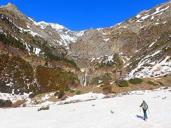 Snowshoeing walking in Ordesa Park