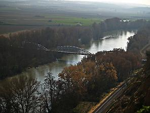 The river Duero and the bridge of iron.
