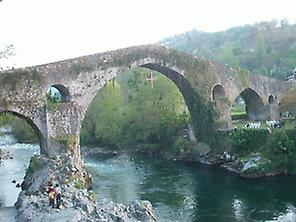 Roman bridge in Cangas de Onís