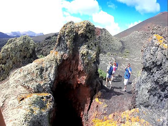 Volcanes parásito, cráteres secundarios.