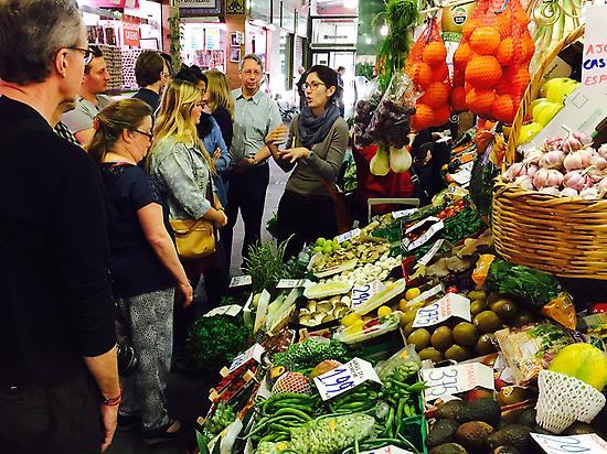 Vista al mercado con degustaciones