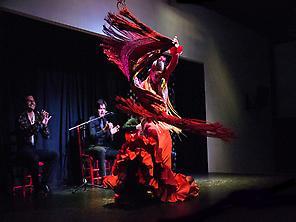 Maise Márquez dancing