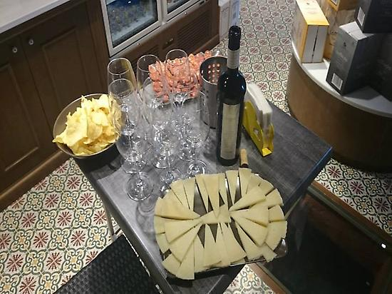 Tasting wines and tapas