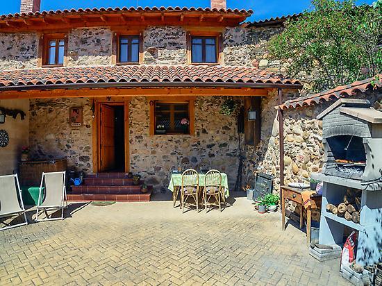 Entre valles Rural house ****