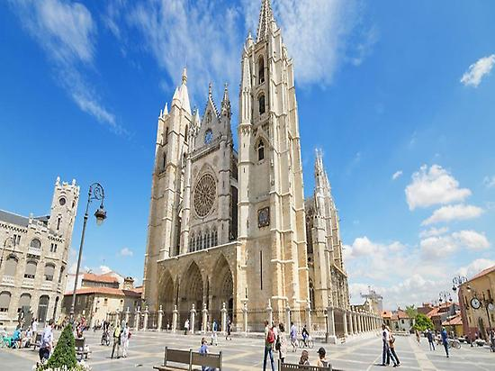 Cathedral of León Walking Tour