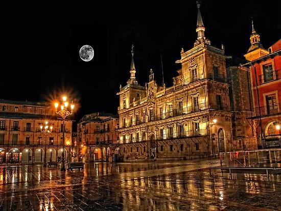 León Night Walking Tour