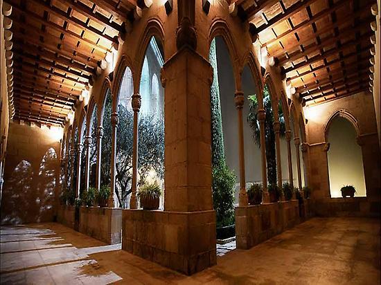 Montserrat (candi...-Flickr)