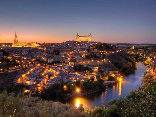 Panoramic view of Toledo by night