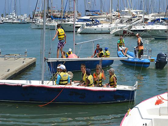 Students during the sailing course.
