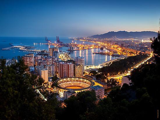 Málaga al anochecer