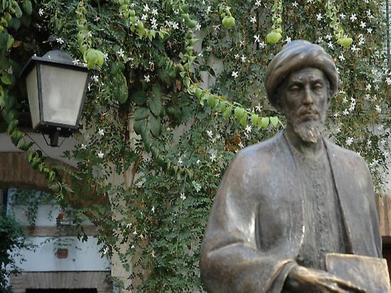 Estatua Maimónides