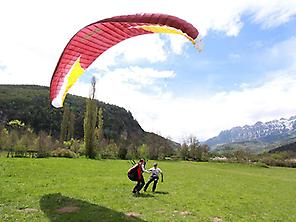 Paragliding flight in Loarre