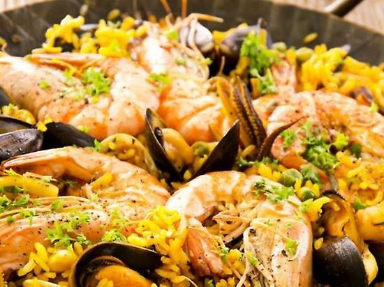 Make and taste your own paella!