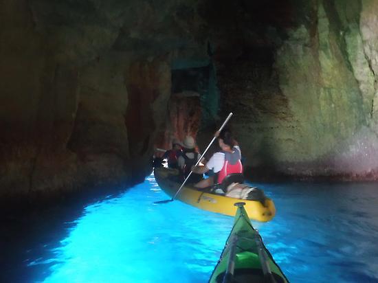Cuevas y aguas cristalinas