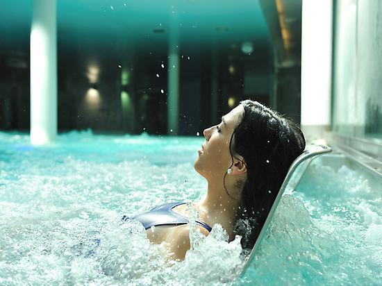 Bathing in La Hermida Spa
