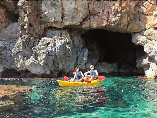 Kayak route in Cova del Llop Marí