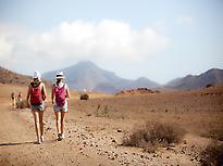 Couple hiking cabo de Gata Nijar