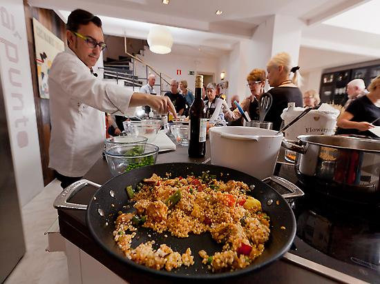 Paella preparing