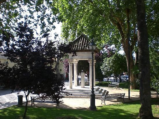 Monumento a los Enamorados, Córdoba