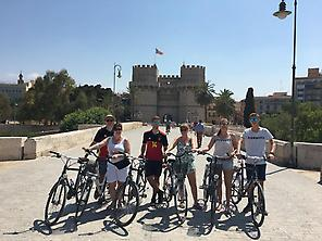 Explore Valencia in 3 hours on a bike.