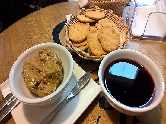 Crab Pate, Cookies and Mencia Wine