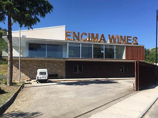 Entrada a bodega Encima Wines