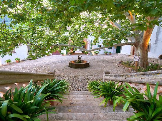 Clastra - Jardines de Alfabia
