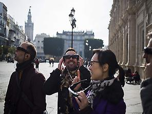 Tourists with  Past View Sevilla