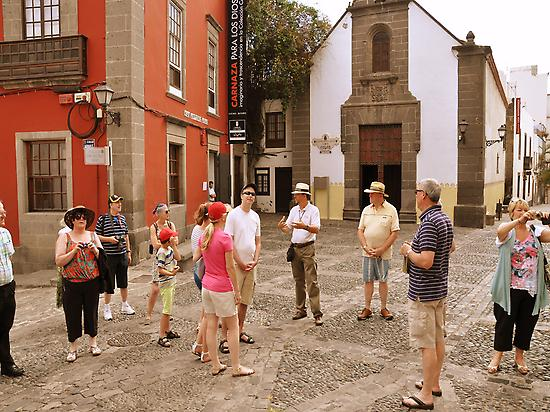 Group visiting Old Town Las Palmas