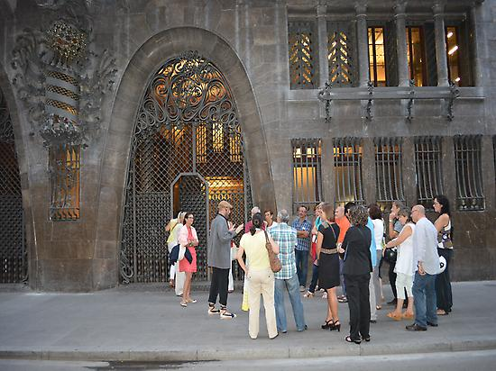 Palau Güell's entrance with the guide