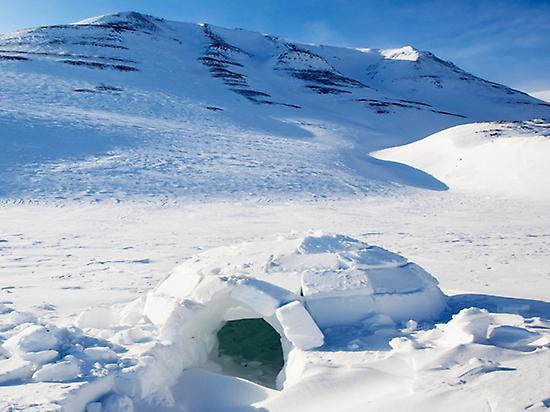 Construccion de iglus en la montaña.