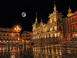 León Night Walking Tour