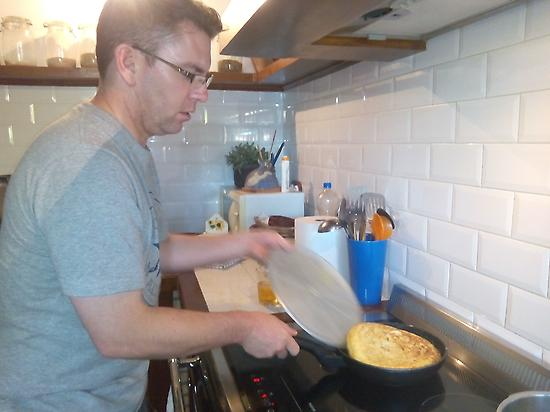 LEARNING TO COOK TORTILLA DE PATATA