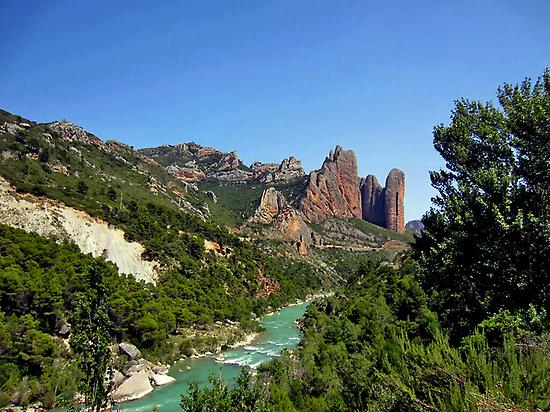 Geo-route through the Mallos de Riglos