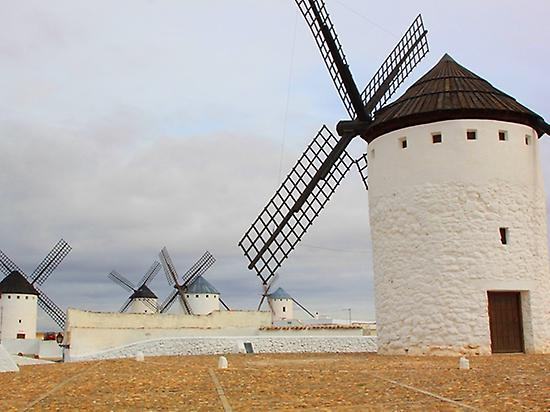 Visit to the windmills of Campo de Cript
