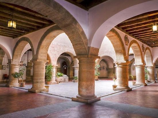 Visit to Castilian patios