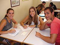 Estudiantes durante el curso de inglés