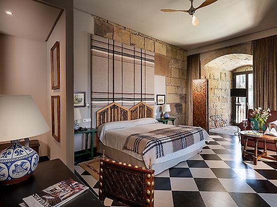 Unique Room Carlos V