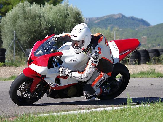 Conduce una moto deportiva con TaR
