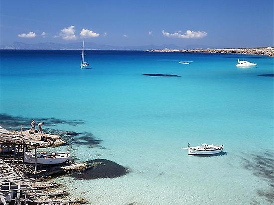 Precioso sitio para fondear en Ibiza