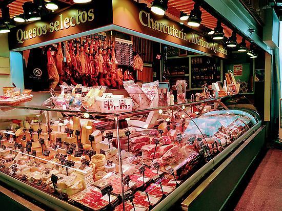 Puesto embutidos Mercado Barceló