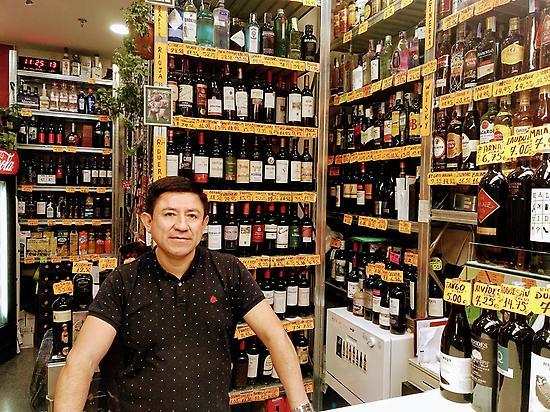 Puesto de vinos Mercado de Barceló