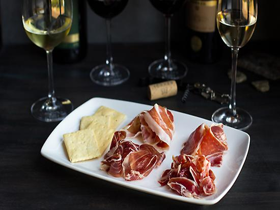 Wine and Iberian ham pairing in Torres W