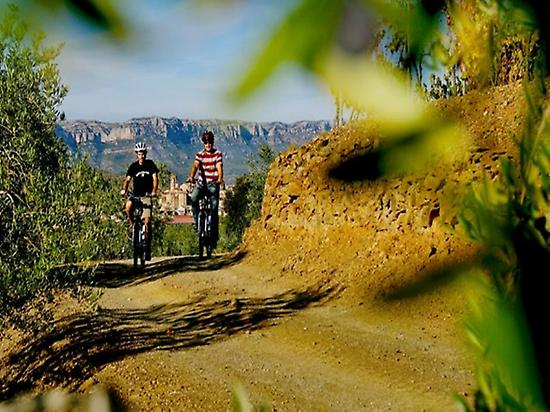 discover priorat with electric bikes