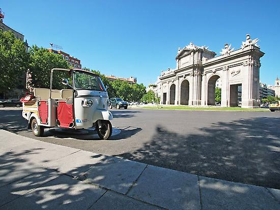 Visit the city in an original vehicle!