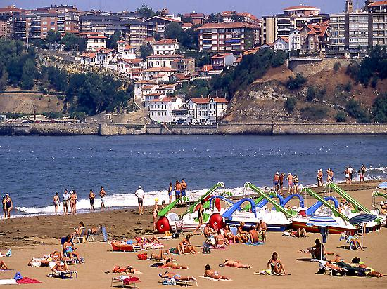 Ereaga beach and Old Port of Algorta.