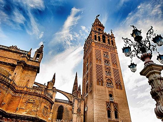 Sightseeing tour in Seville -Giralda