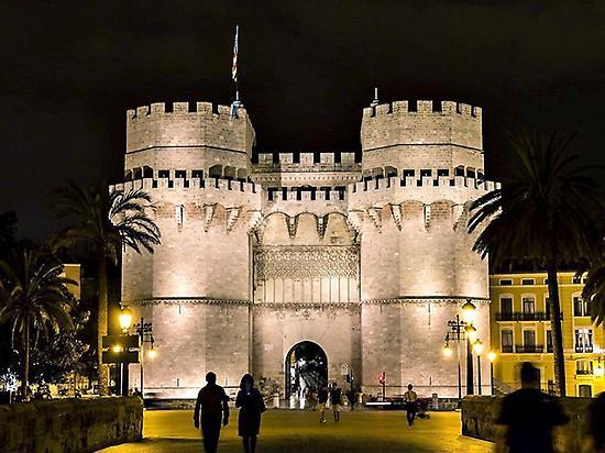 Valencia By Night (A Pie - Salid...