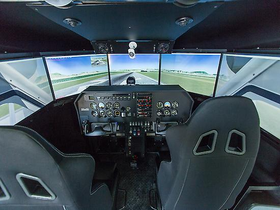 Real flying simulator avaiable.